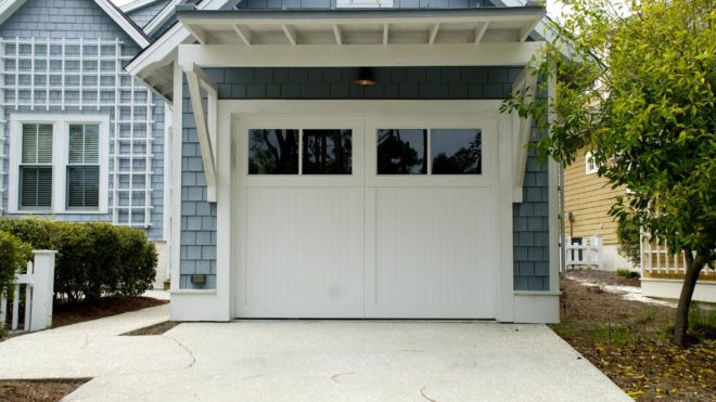 Reasons to Hire a Professional Garage Door Repair Company Instead of a Handyman