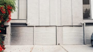 3 Reasons to Call a Professional Garage Door Repairman