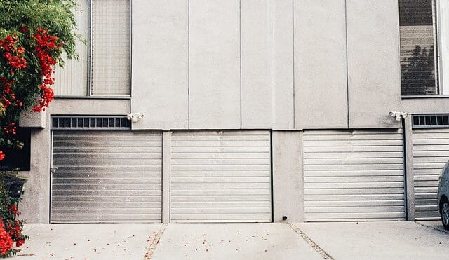3 Reasons to Call a Professional Garage Door Repairman